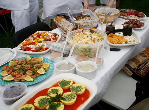 D ner en blanc detroit style simmer down a food lover for Picnic food ideas for large groups